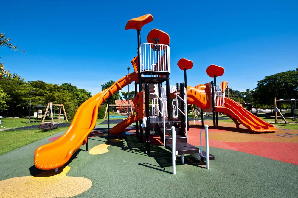 ¿Por qué elegir losetas de caucho para los parques infantiles?