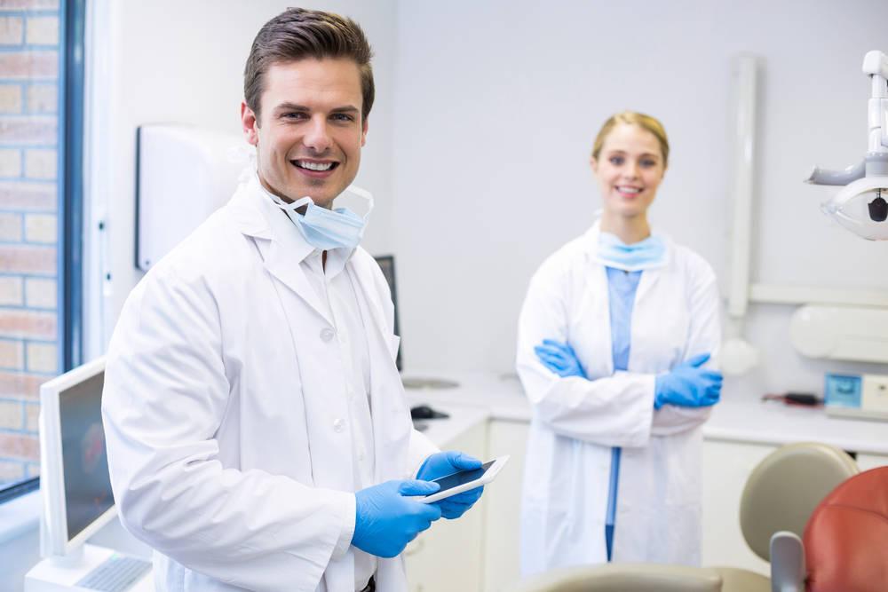 Por qué acudir a tu dentista es mejor que comprar por Internet productos odontológicos